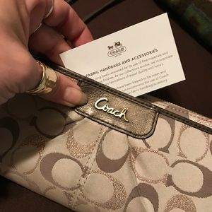 COACH Large Wristlet wallet. I'ts NEARLY PERFECT!
